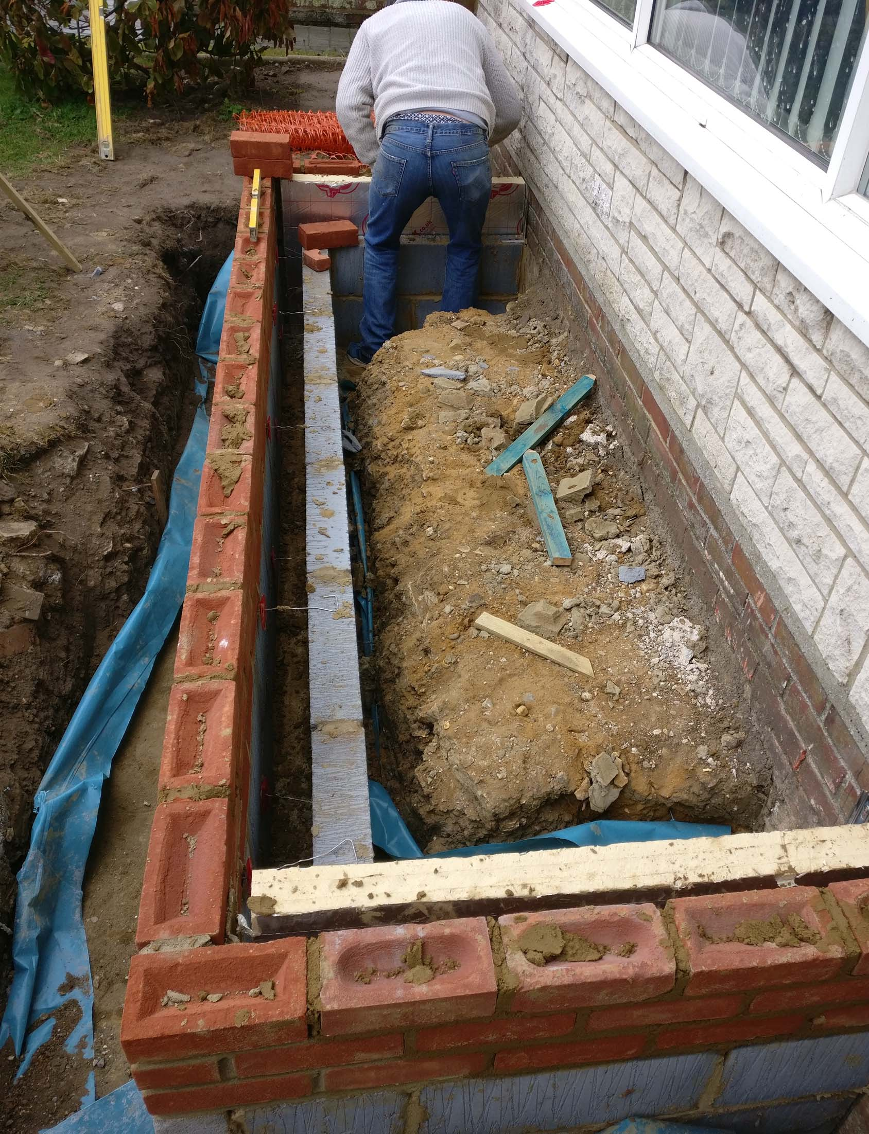 Cavity wall on foundation